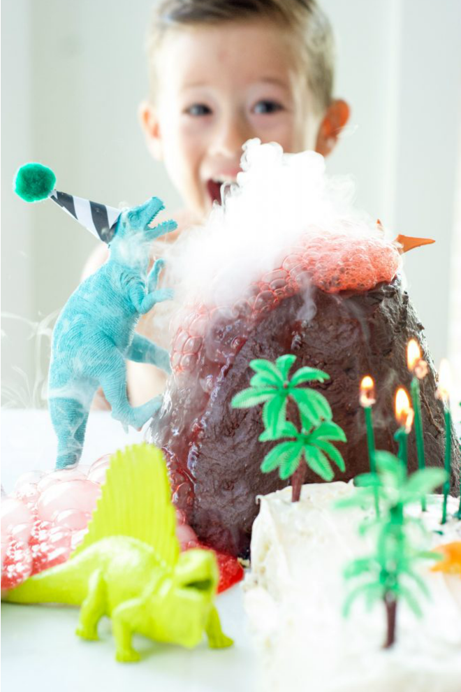 Dinosaur and how to make a Birthday Cake